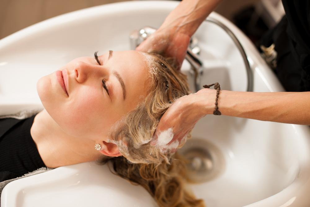 Dialled-up Blonde: Warum dieser Trend gut für unsere Haare ist