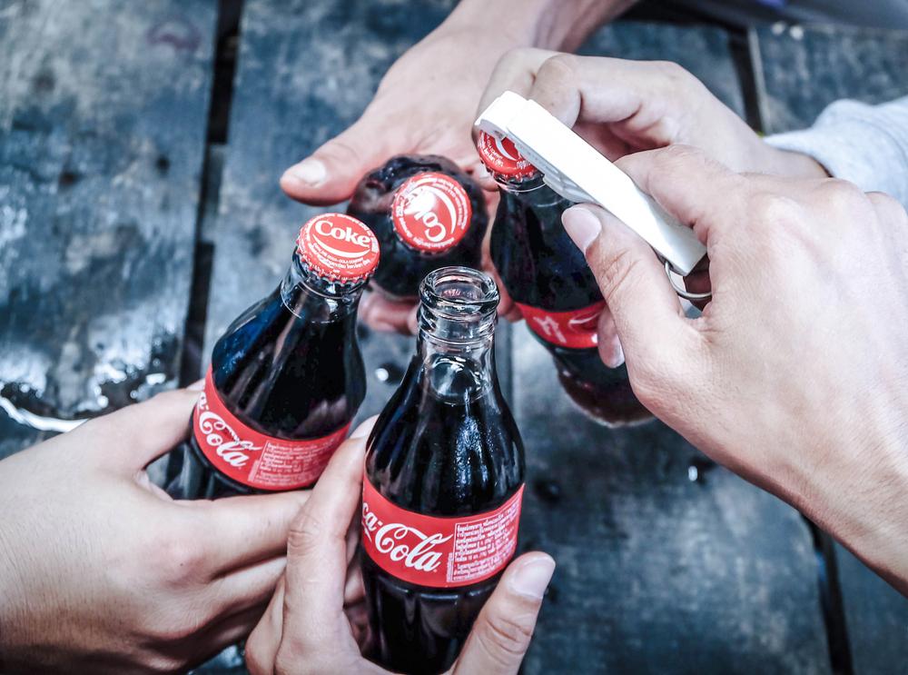 Coca-Cola Werbung mit schwulem Pärchen sorgt in Ungarn für Aufregung