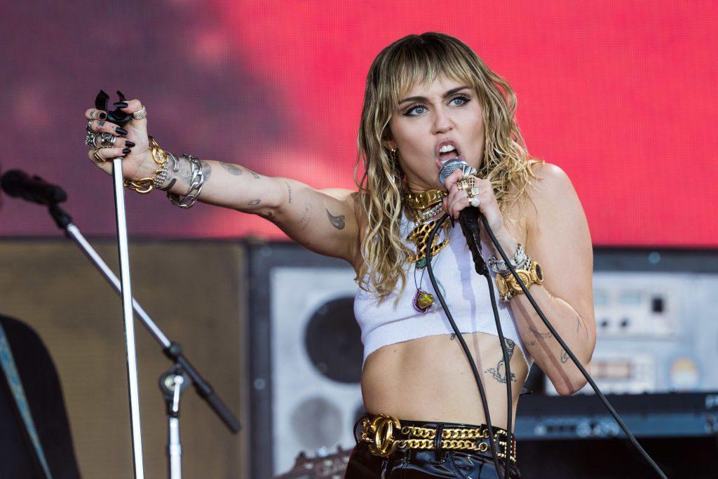 Miley Cyrus: Sie küsst eine Frau nach Trennung von Liam Hemsworth