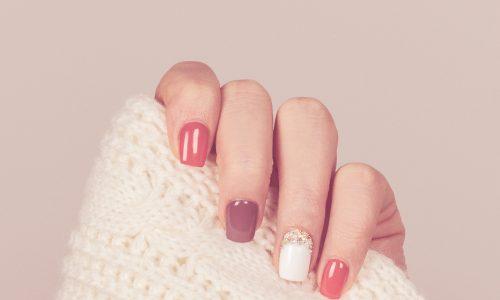 Colored French Nails: DER Nageltrend im Spätsommer