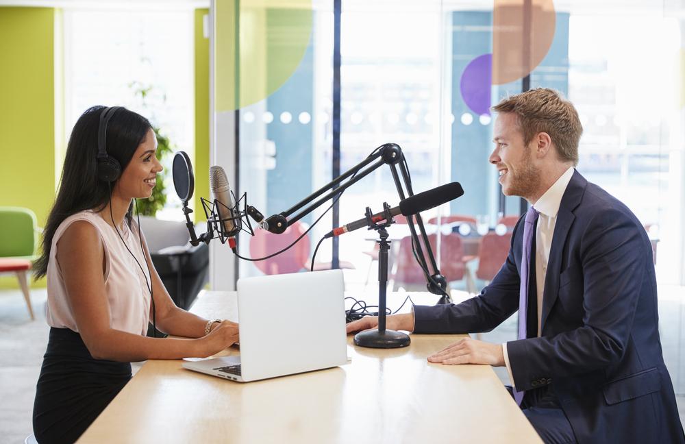 Karriere-Frauen: In diese 6 Podcasts solltet ihr reinhören