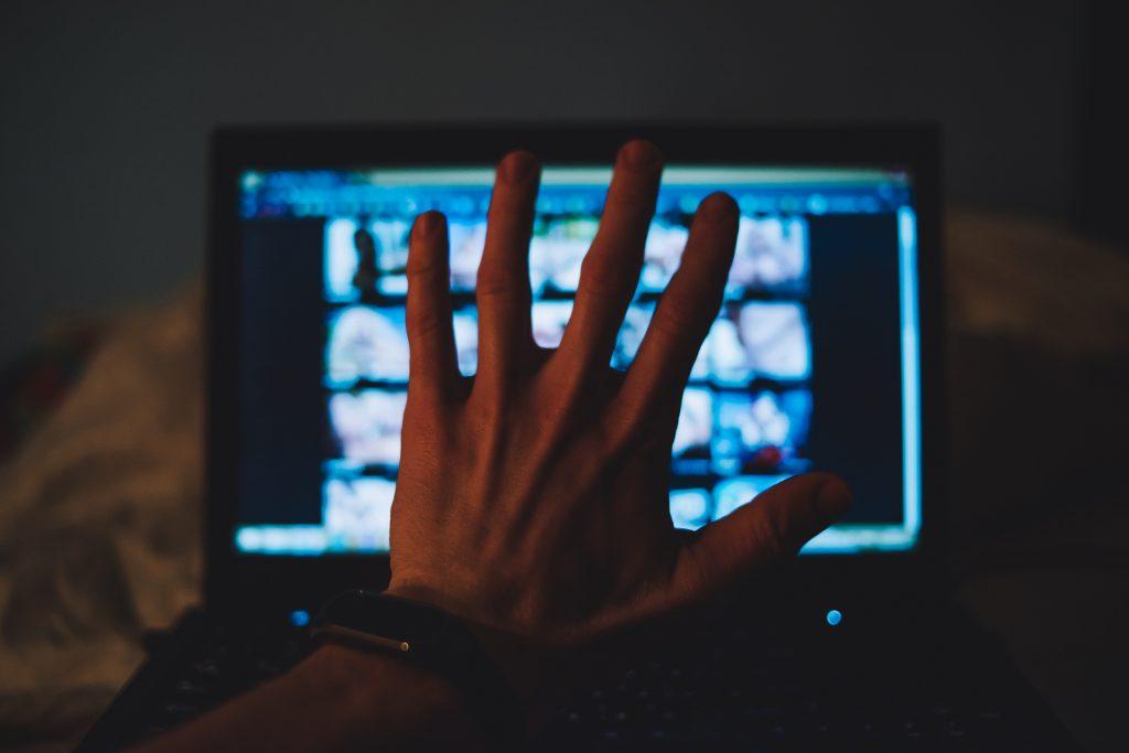 So zerstört eine Porno-Seite das Leben unzähliger Frauen