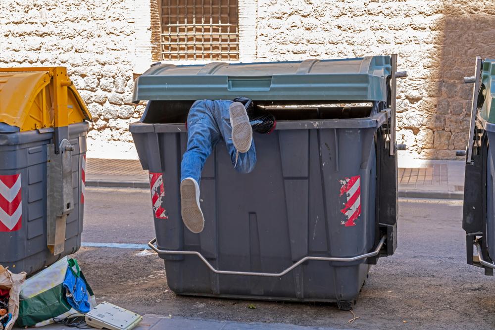 Lebensmittel aus Müllcontainer gestohlen: Frauen verurteilt