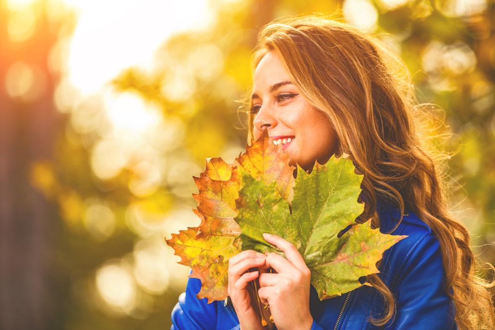 Haar-Trends im Herbst: Glühwein und Herbstlaub
