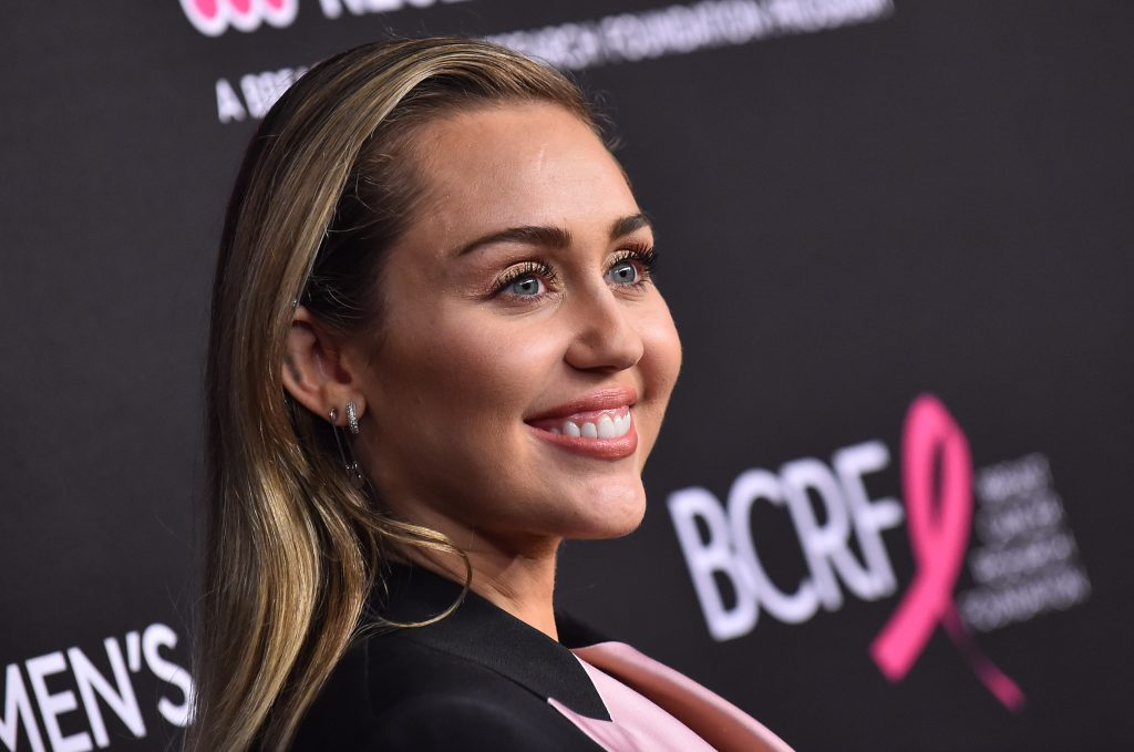 Miley Cyrus: Cody Simpson trifft ihre Mutter