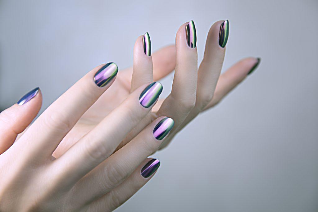 Mirror Nails: Der Nagel-Trend für den Herbst