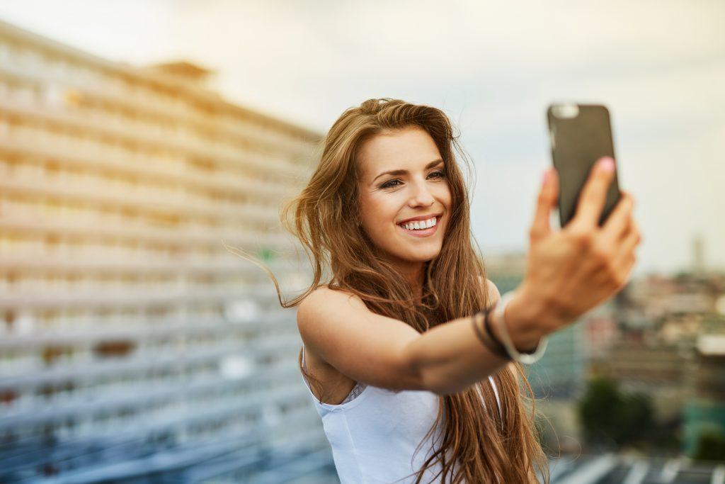 Stalker spürt Popstar durch Selfie-Aufnahmen auf