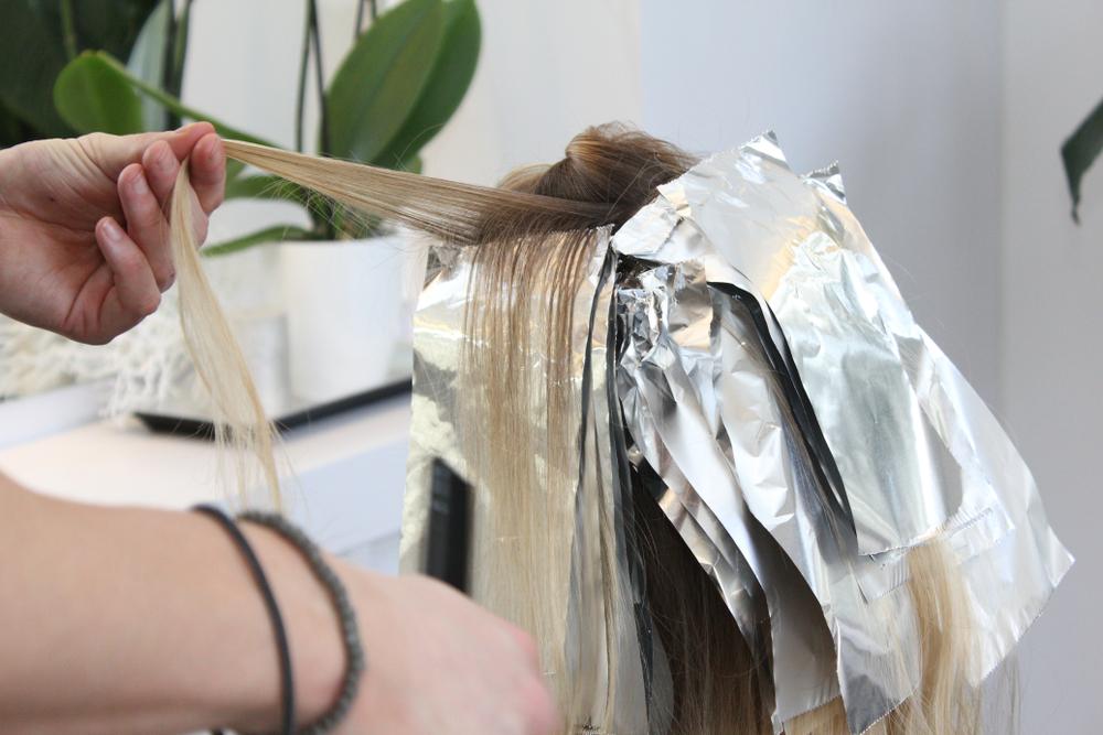Foilyage: Das steckt hinter dem neuen Haartrend