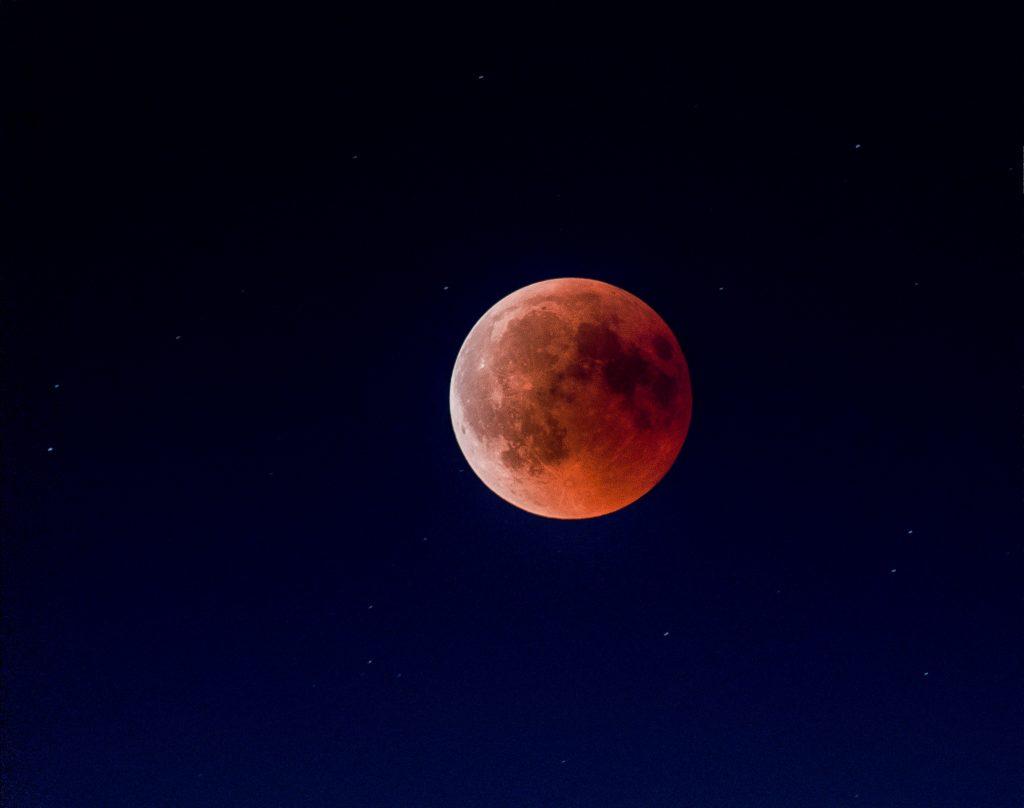 Diese 4 Sternzeichen verlieben sich zum Oktober-Vollmond