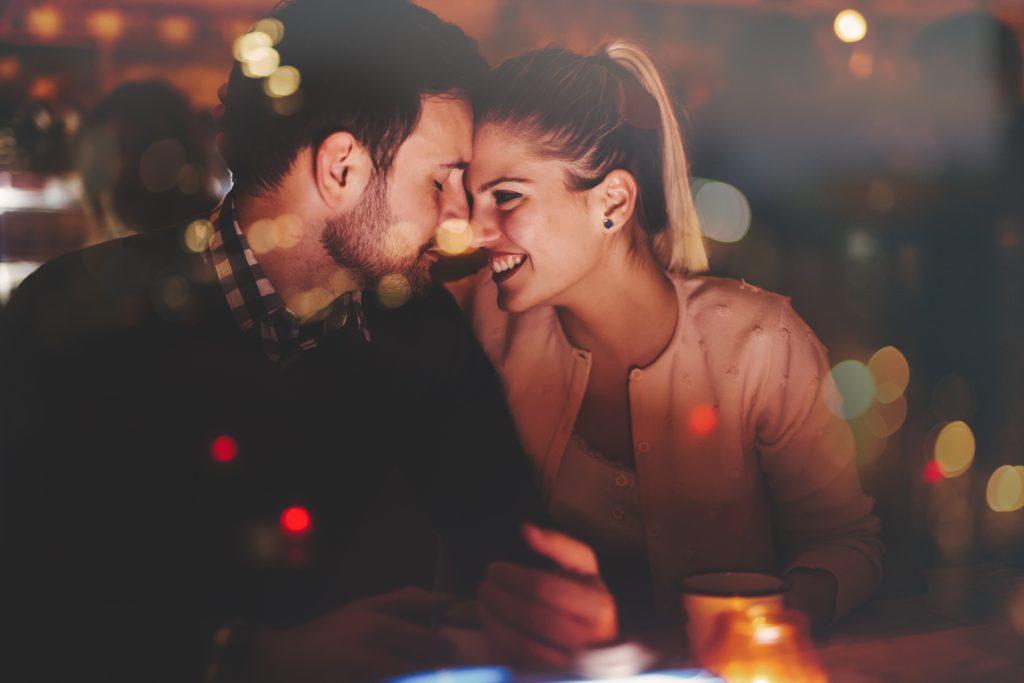 Zombie-ing: Das steckt hinter dem Dating-Trend