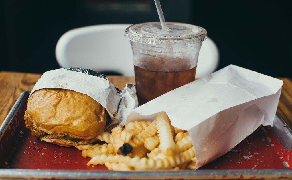 Studie: Durch Fast Food-Werbung essen Kinder doppelt so viel