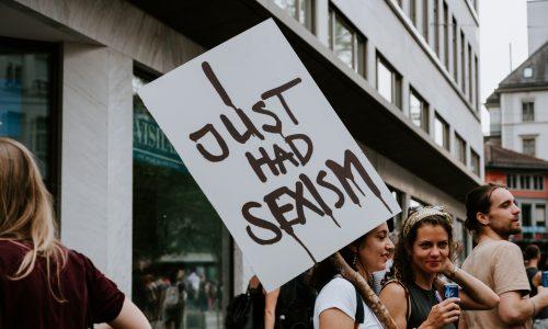 Studie: Frauen und Männer nehmen Sexismus anders wahr