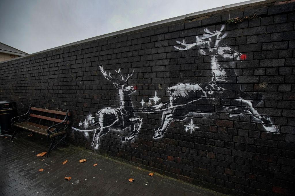 Banksy: Kunstwerk macht Parkbank zu Rentier-Schlitten