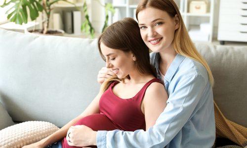 """Medizinisches Wunder: Erstes """"Shared Motherhood""""-Baby ist da"""
