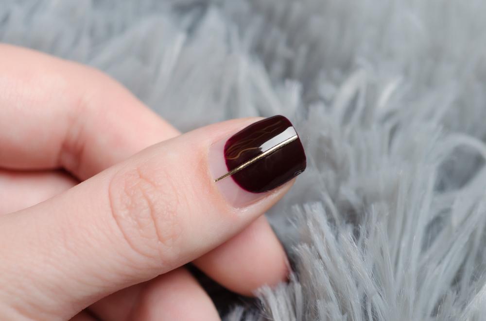Negative Space Nails: Diesen Nageltrend lieben wir