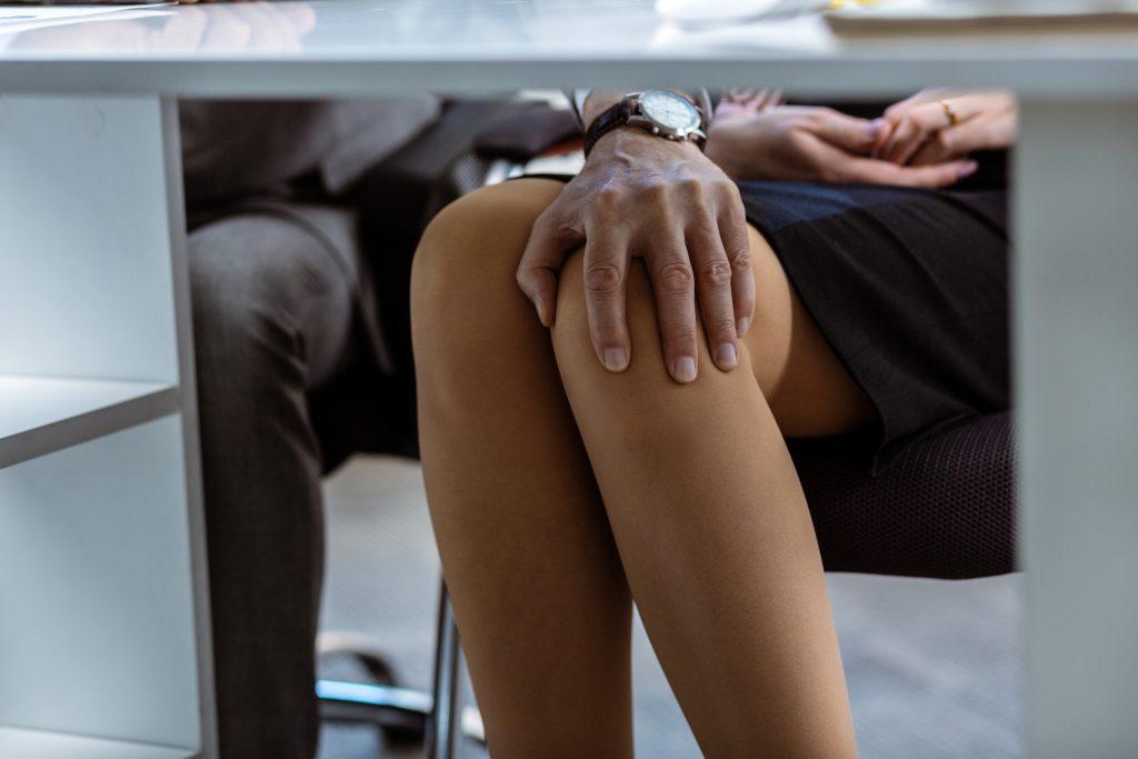 Diese Frau wurde vor laufender Kamera sexuell belästigt