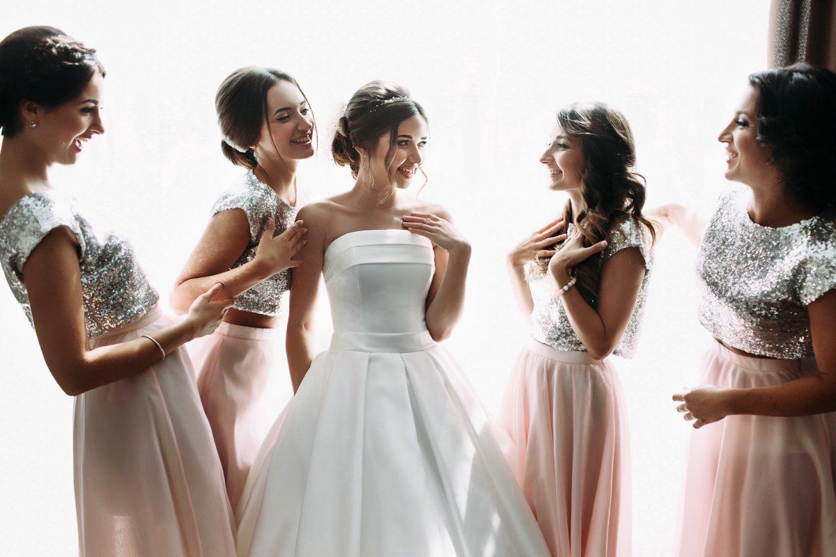 Braut lädt krebskranke Brautjungfer aus