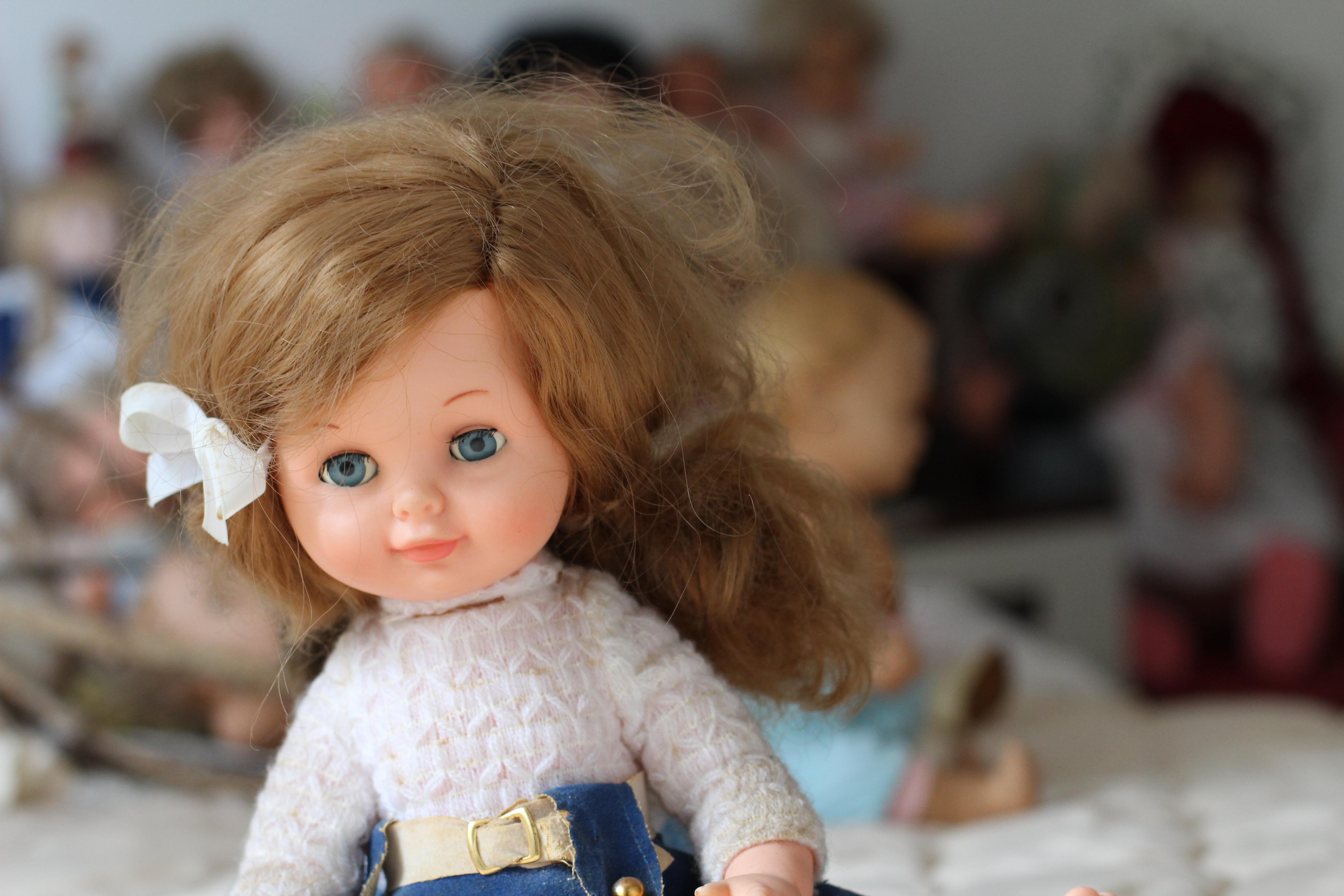 Russland: Erste Transgender-Puppe mit Penis im Angebot