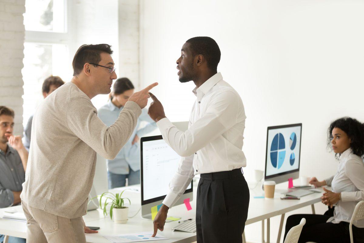 Männer sind am Arbeitsplatz emotionaler als Frauen