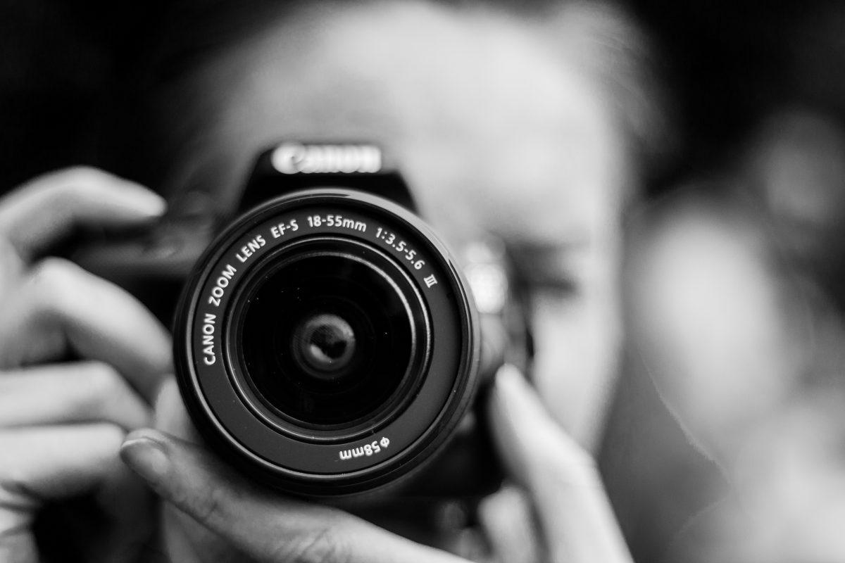 Frau gibt sich als Fotografin aus, um Baby zu kidnappen