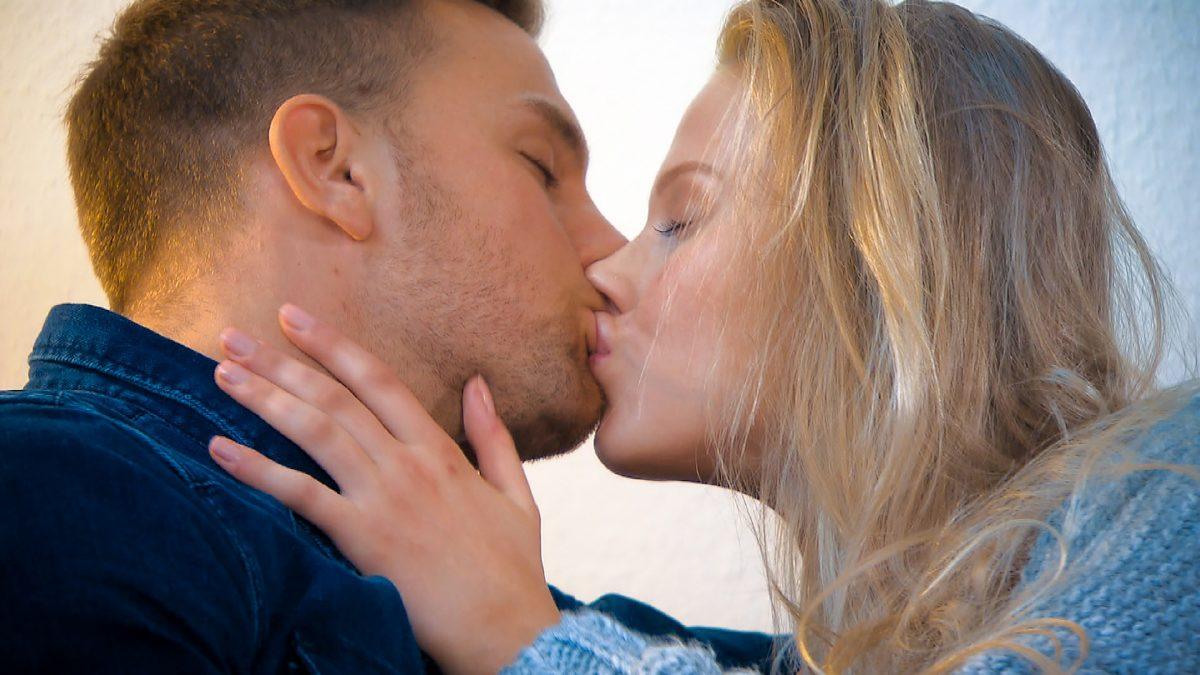Bachelor wirft Kandidatin raus, weil sie aufgespritzte Lippen hat
