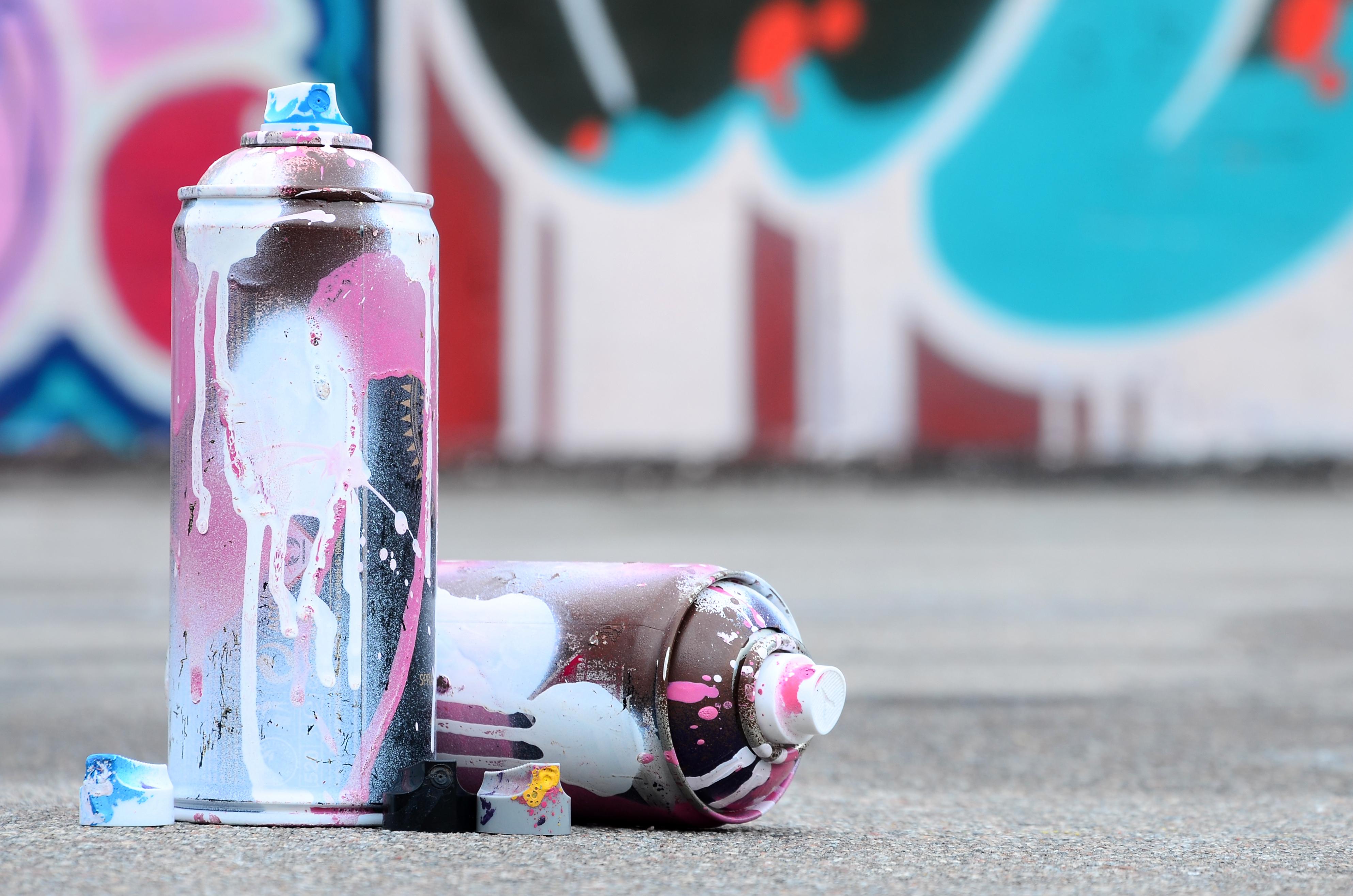 Banksy bemalt Hauswand in Bristol mit Valentinstag-Werk
