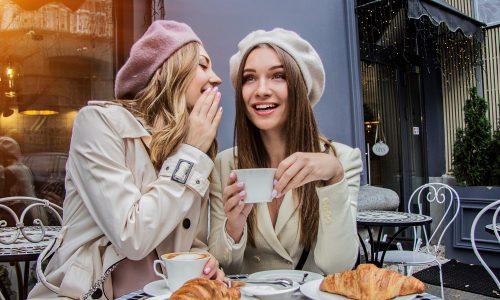 Der French Girl Fringe ist der Stirnfransen-Trend 2020