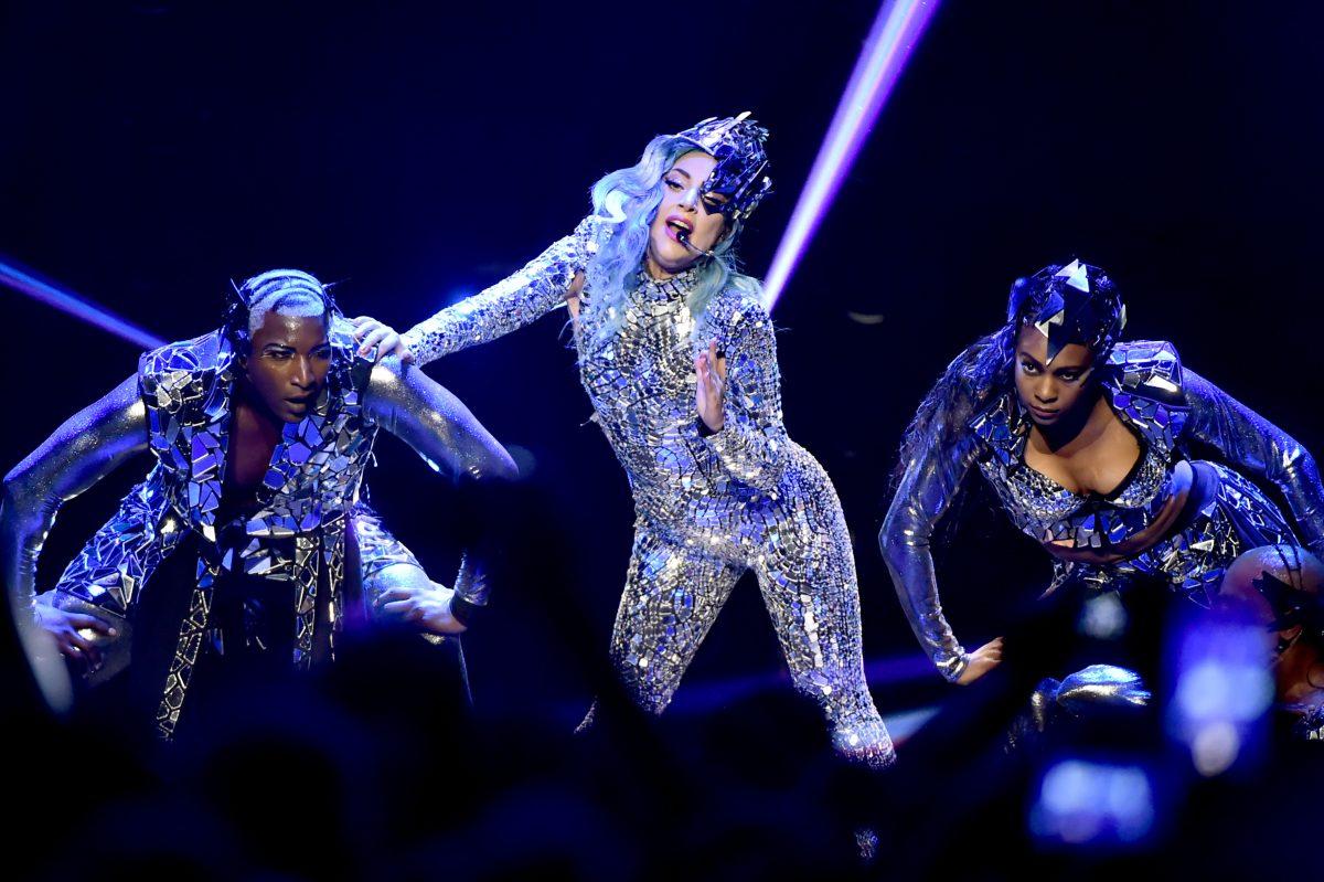 Lady Gaga zeigt sich offiziell mit neuem Freund