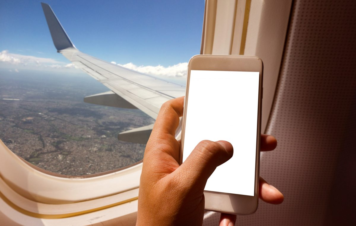 Passagier isst sein Smartphone: Flieger muss notlanden