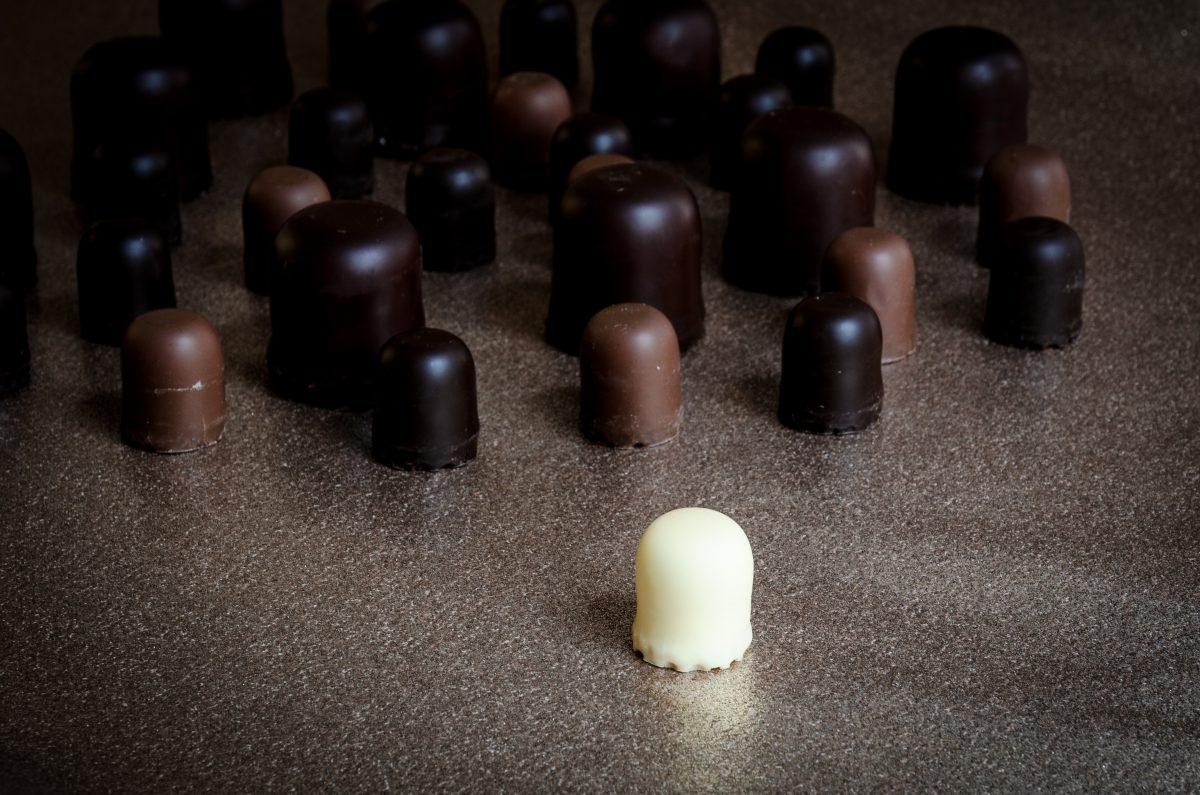 Rassismusvorwurf gegen Bäckerei: Schokoküsse mit dicken Lippen und Knochen im Haar