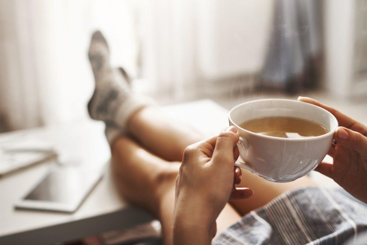JOMO: 5 gute Gründe, die Couch der Party vorzuziehen