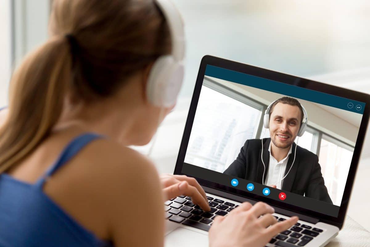 Beziehung während Social Distancing: 5 Tipps einer Psychologin