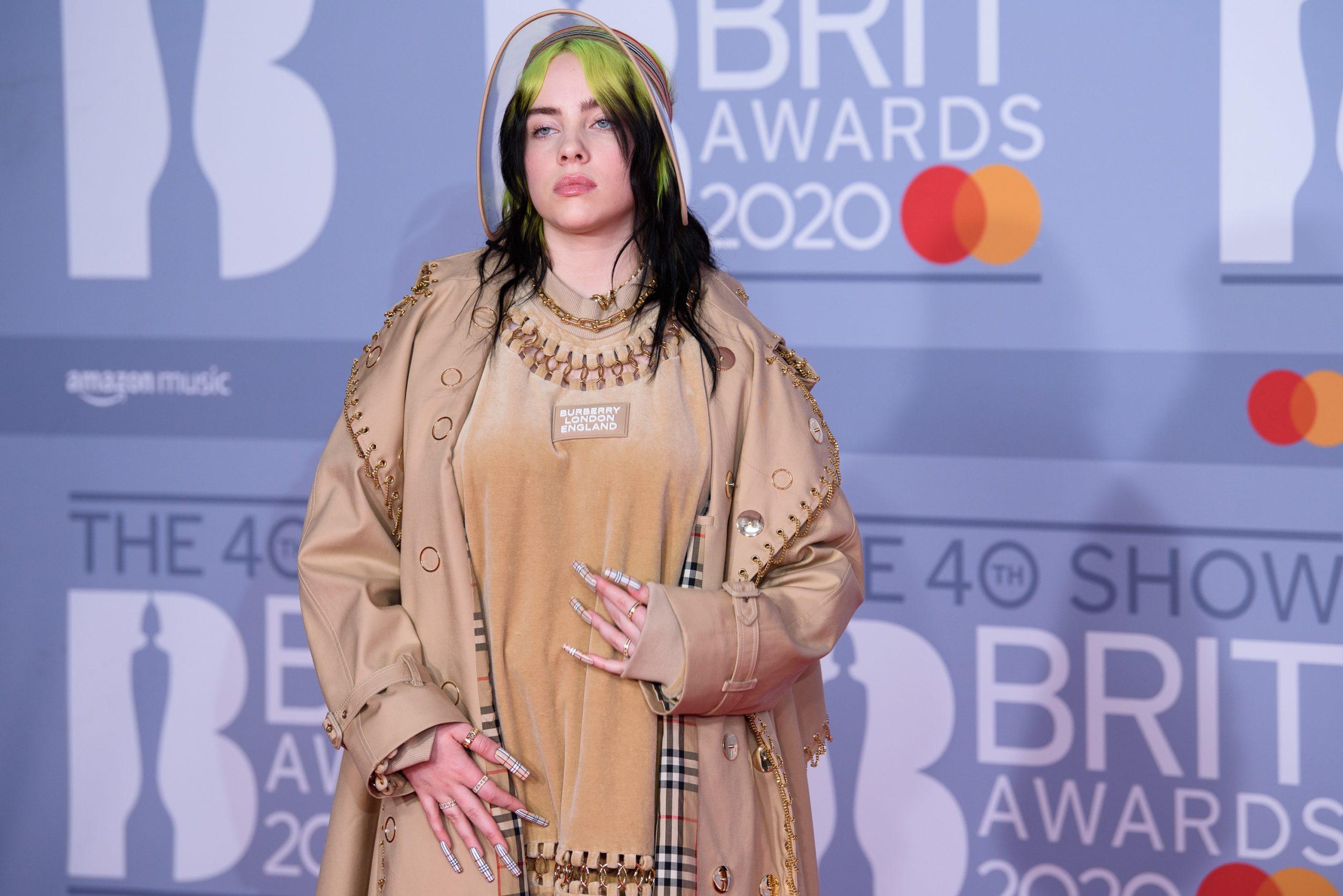 Billie Eilish Zieht Sich Aus Zeichen Gegen Body Shaming