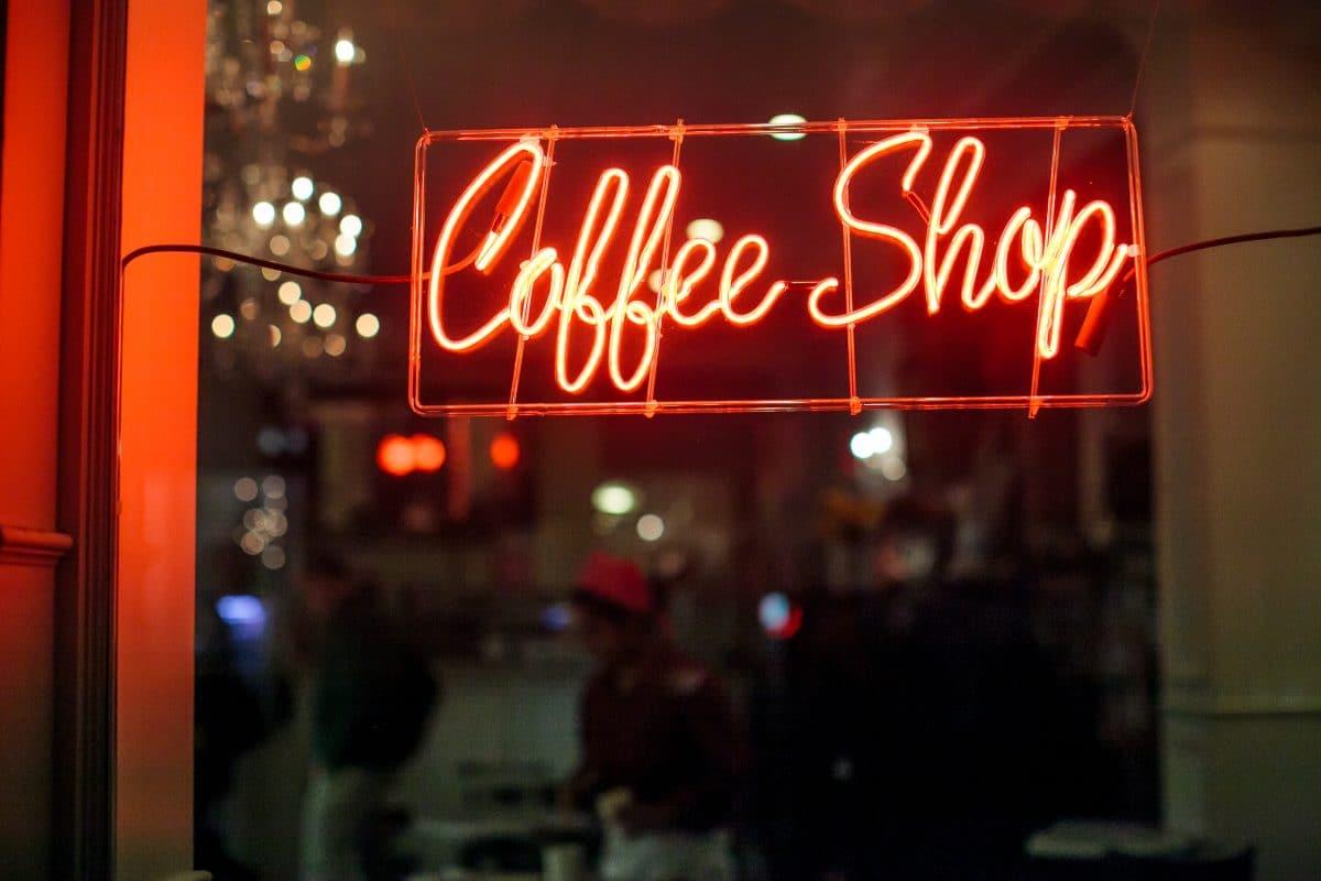 Wegen Coronavirus: Niederländer räumen Coffeeshops leer