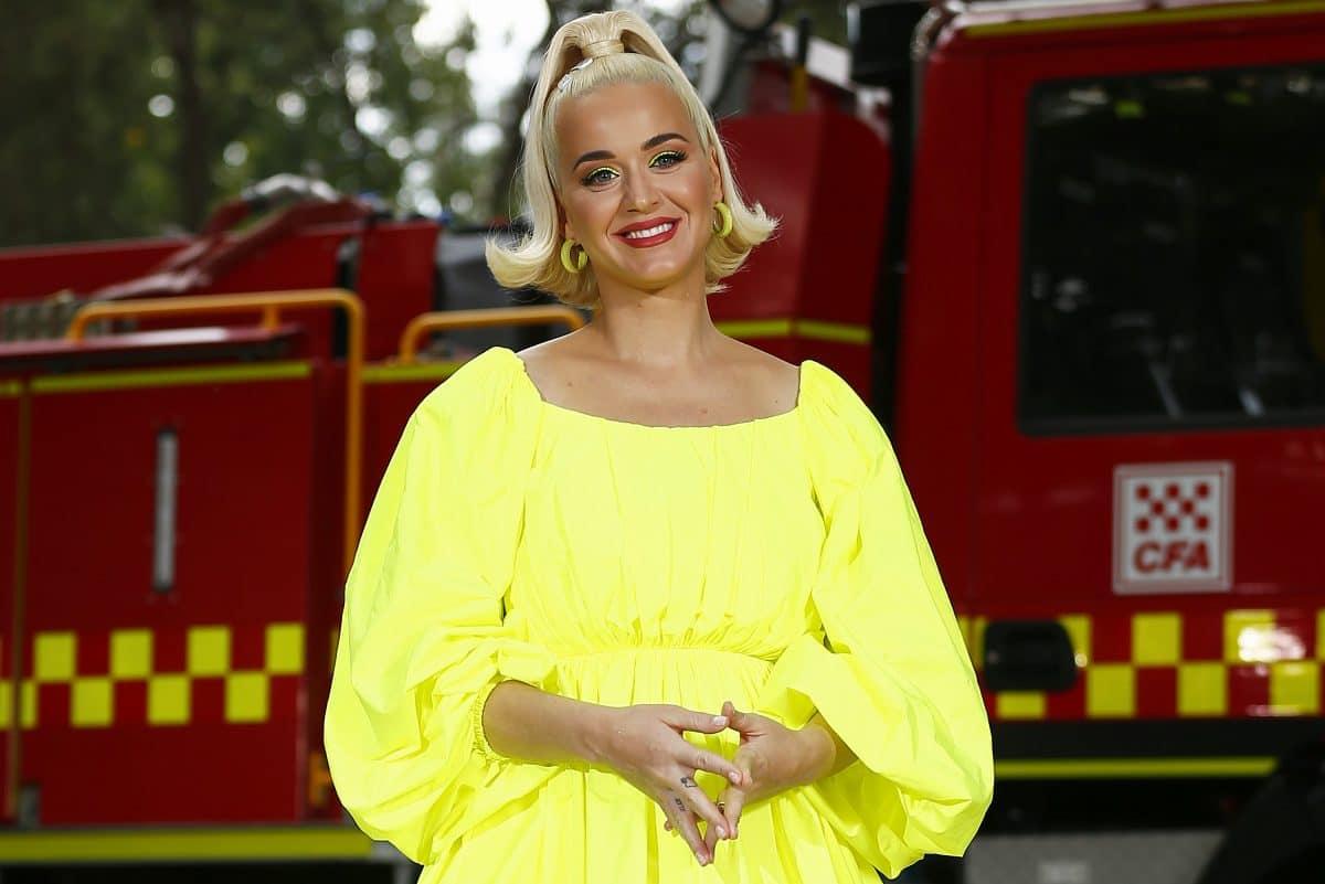 Katy Perry erzählt ihrer sterbenden Oma, dass sie schwanger ist: Video