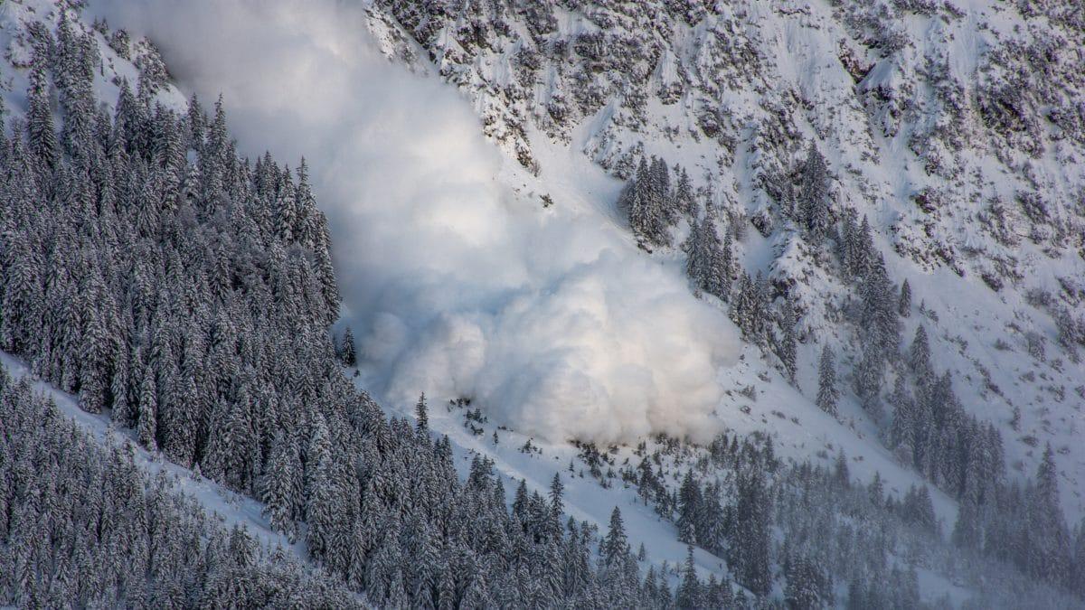 Lawine in der Steiermark riss drei Ski-Tourengeher mit
