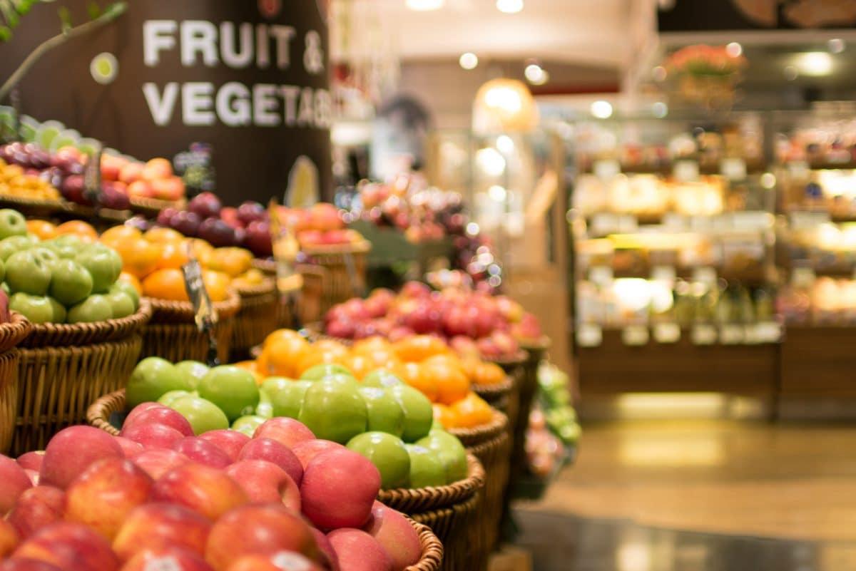 USA: Kundin hustet in Supermarkt auf frische Lebensmittel