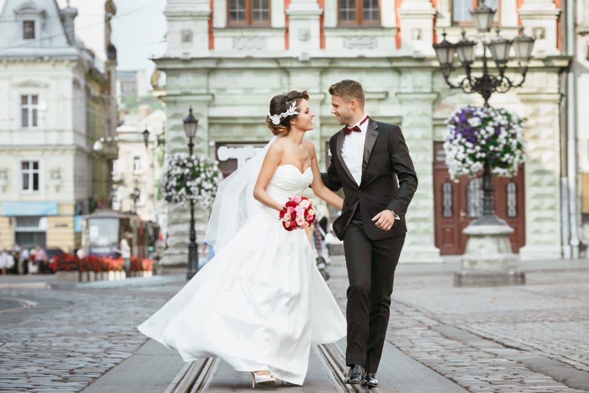 Wegen Coronavirus: New Yorker Paar heiratet auf der Straße