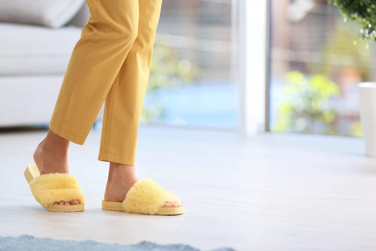 Das sind die bequemsten und stylischsten Schuhe für zu Hause