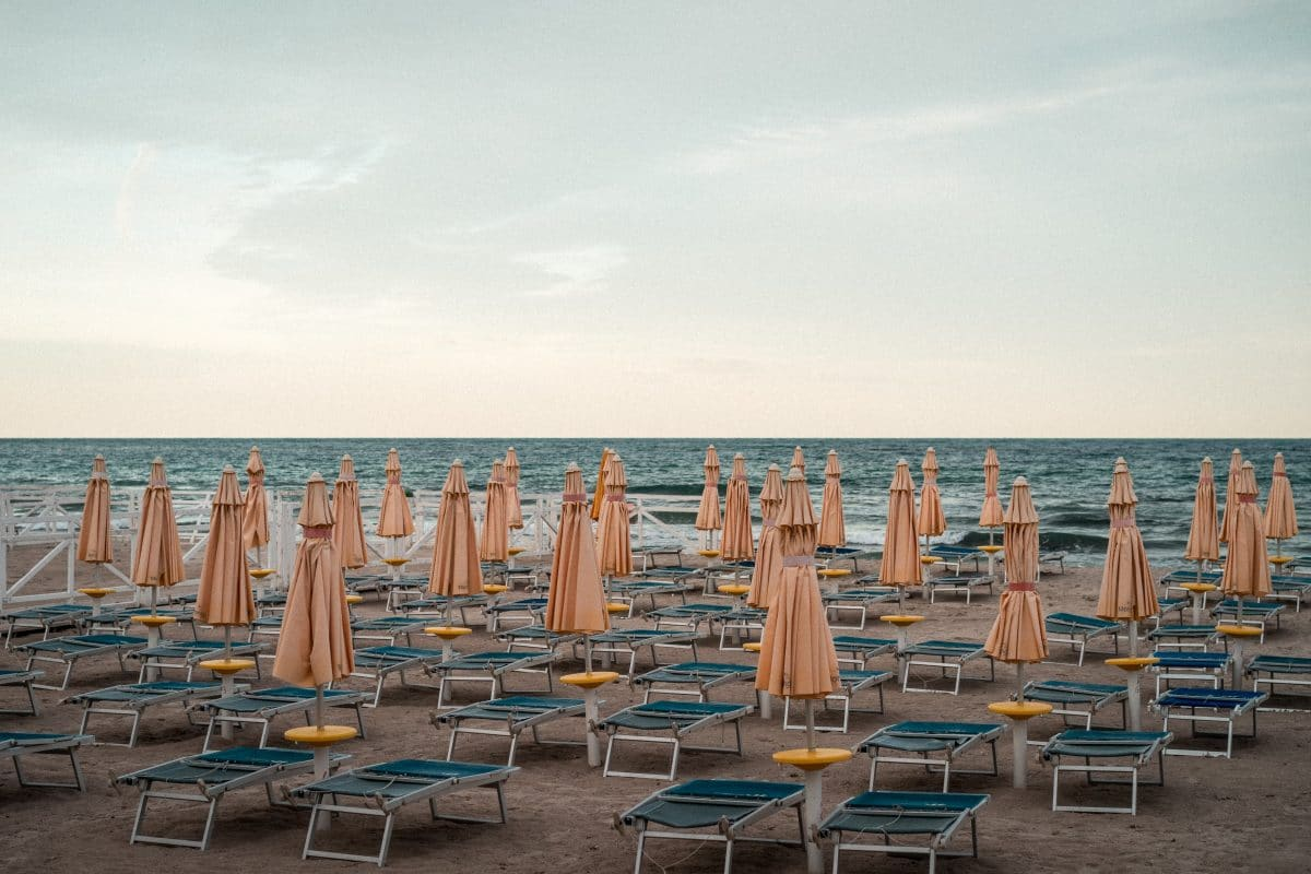 Italien: Kommt jetzt Strandurlaub in Plexiglas-Boxen?