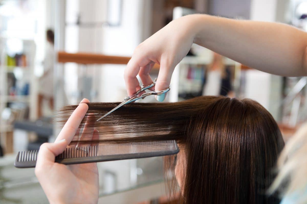 Erste Lockerungen: Schweizer gehen Haare schneiden und Blumen kaufen
