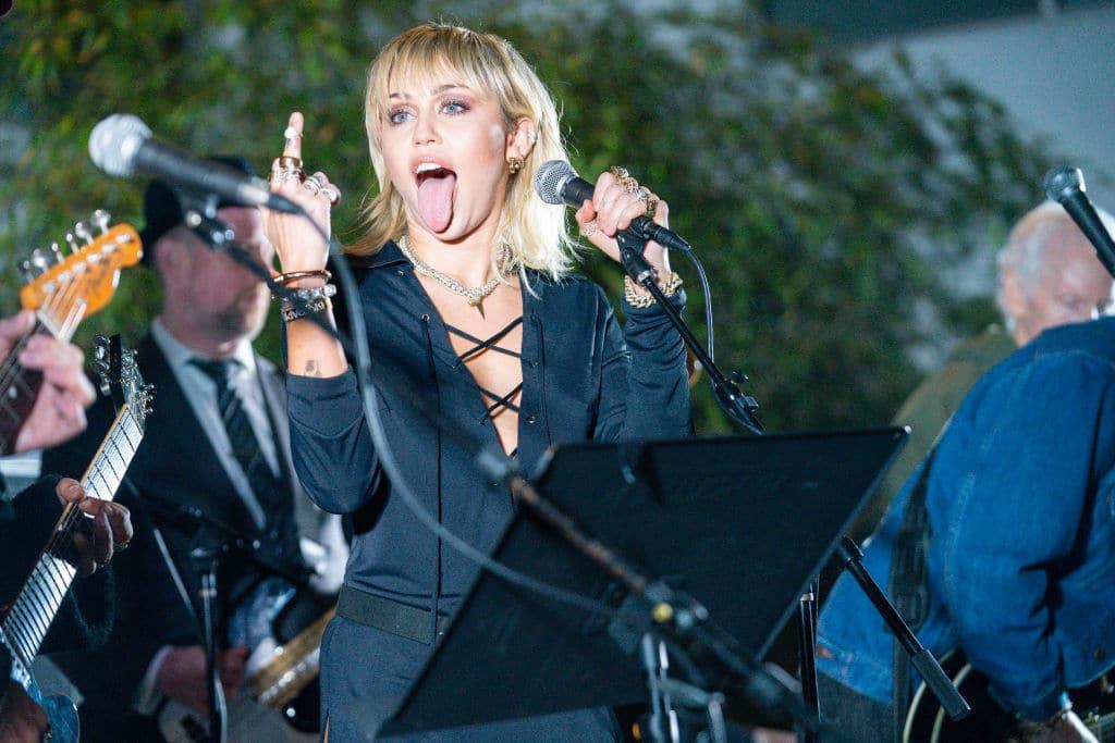 Miley Cyrus bekommt süßes Liebesgeständnis von Cody Simpson nach 6 Monaten Beziehung