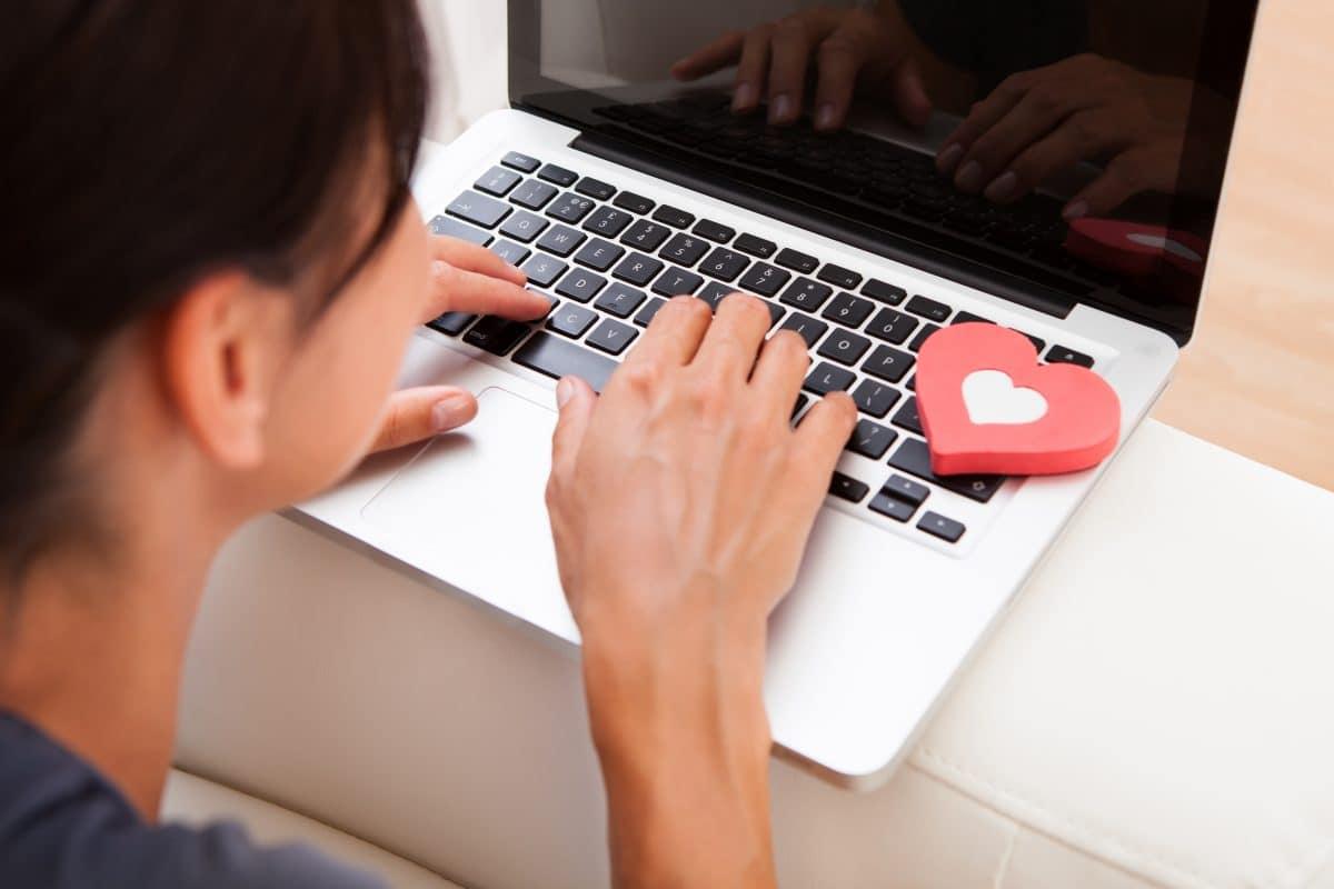 Diese 3 Sternzeichen finden die große Liebe beim Online-Dating in der Quarantäne