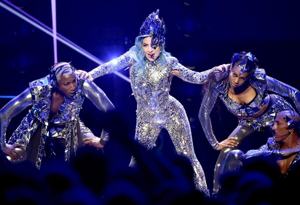 Stars geben gemeinsames TV-Konzert, um Spenden für WHO zu sammeln