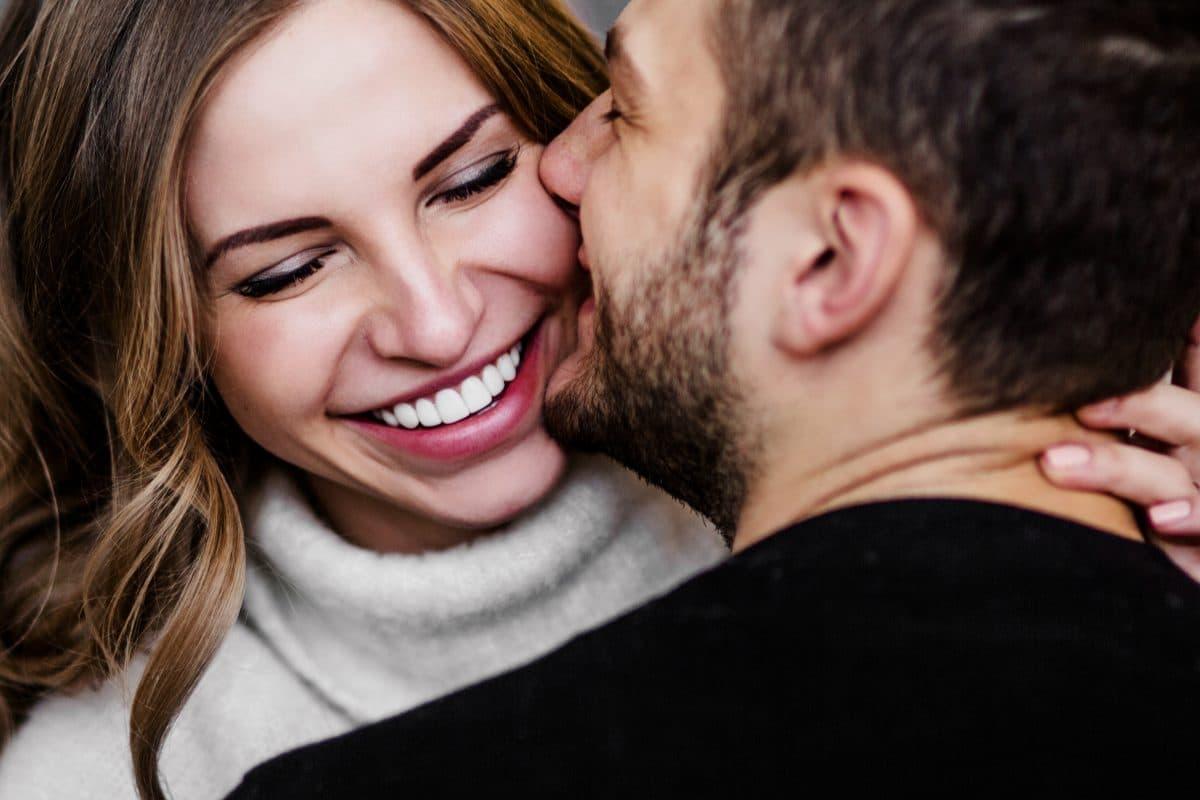 5 Gesten mit denen er dir sagt, dass er dich liebt