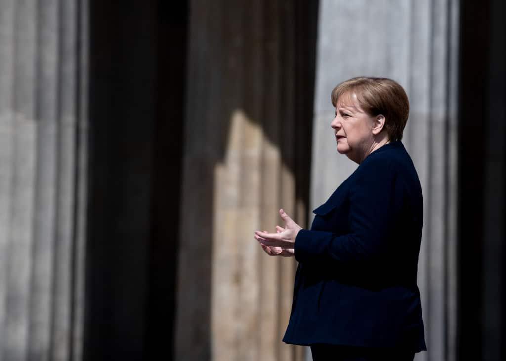 Botschafter muss zurücktreten, nachdem er Angela Merkel mit Hitler verglich