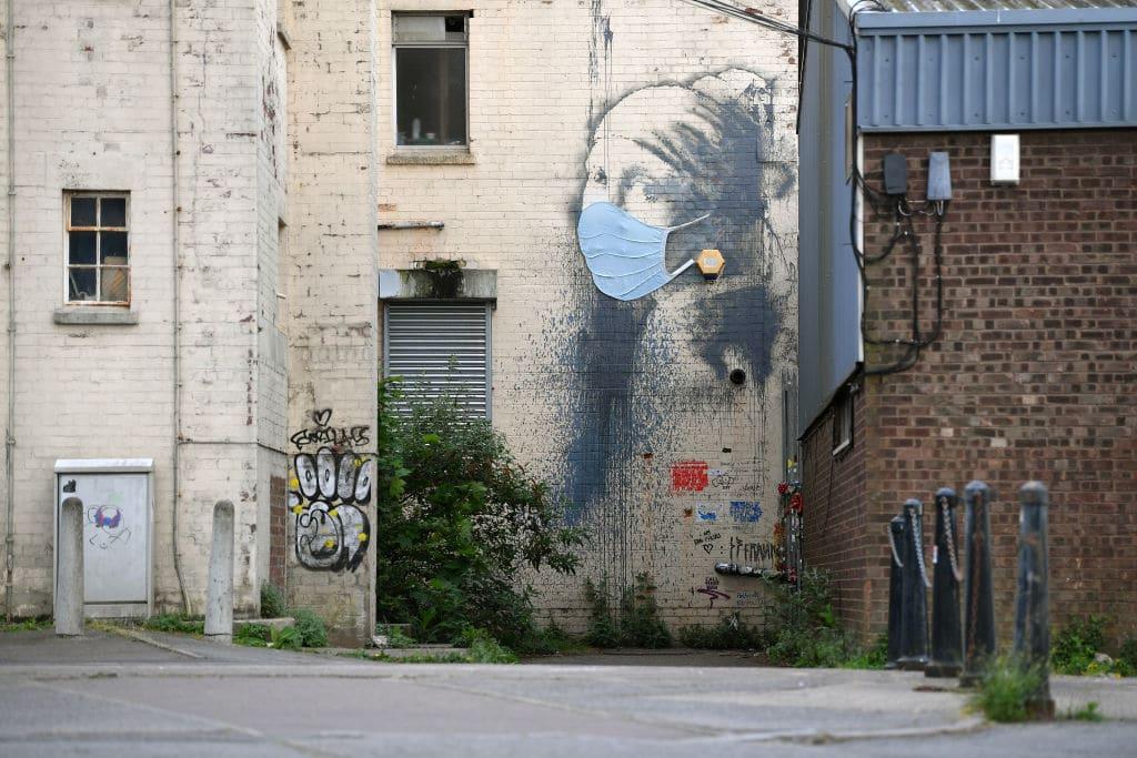 Banksy bedankt sich bei Corona-Helfern: Krankenschwester als Superheldin