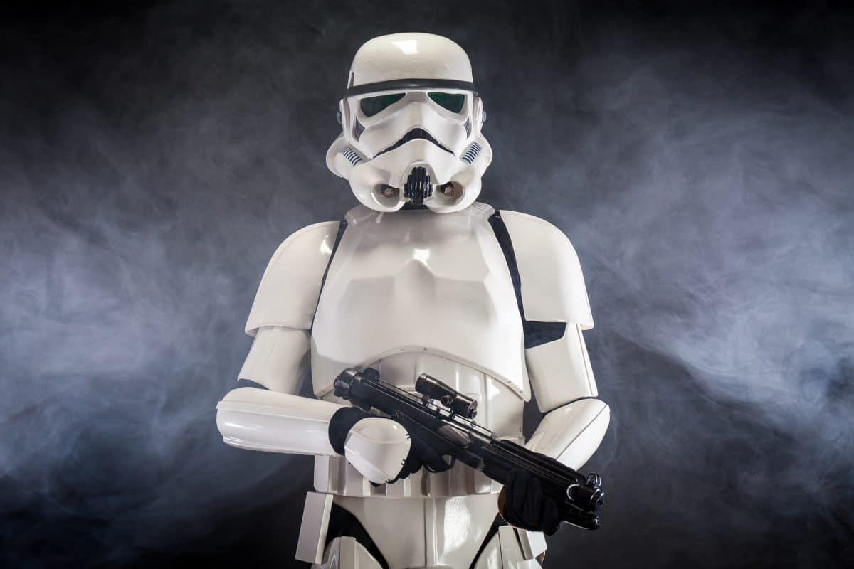 Video zeigt, wie Polizisten einen Stormtrooper brutal verhaften