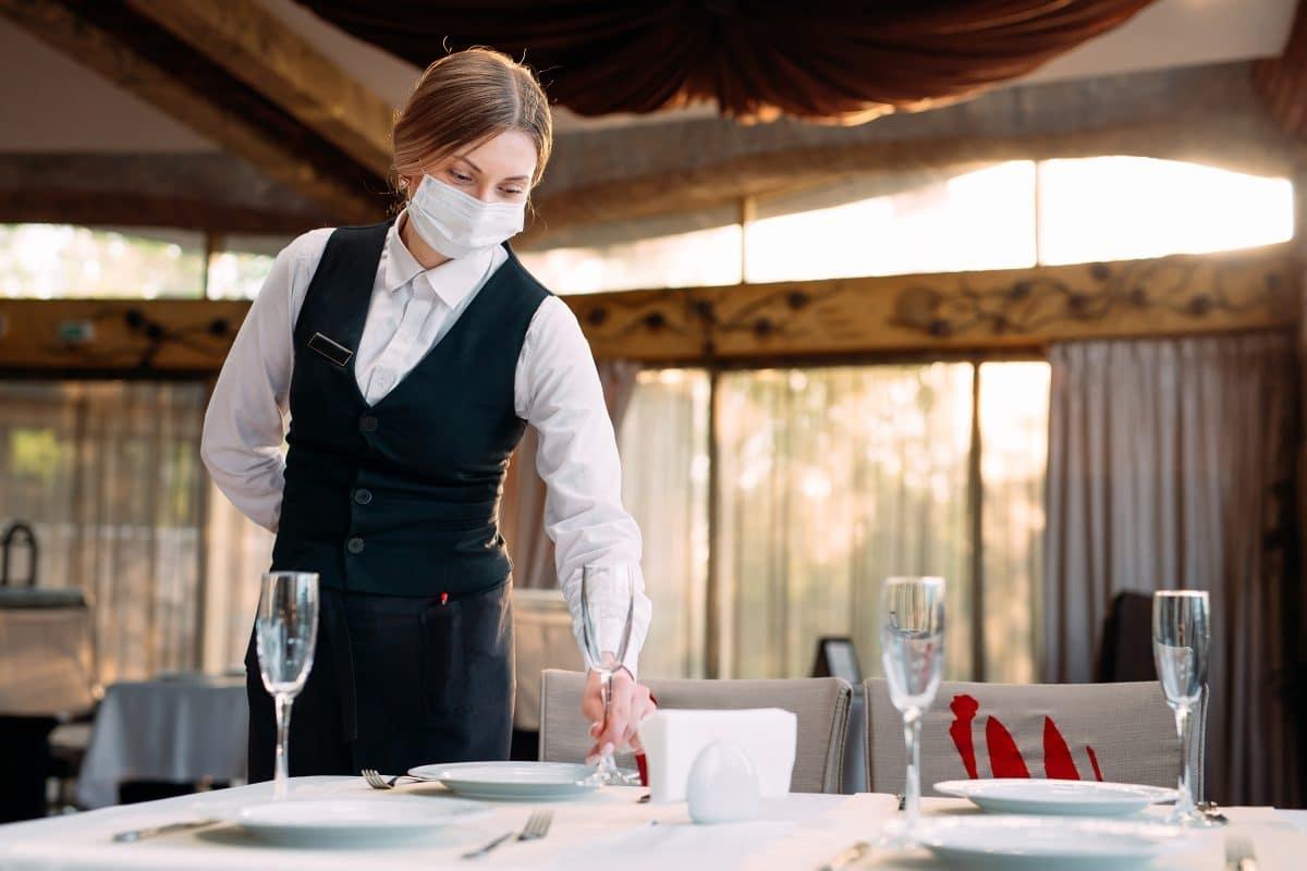 Dieses Video zeigt, wie sich das Coronavirus in Restaurants ausbreitet