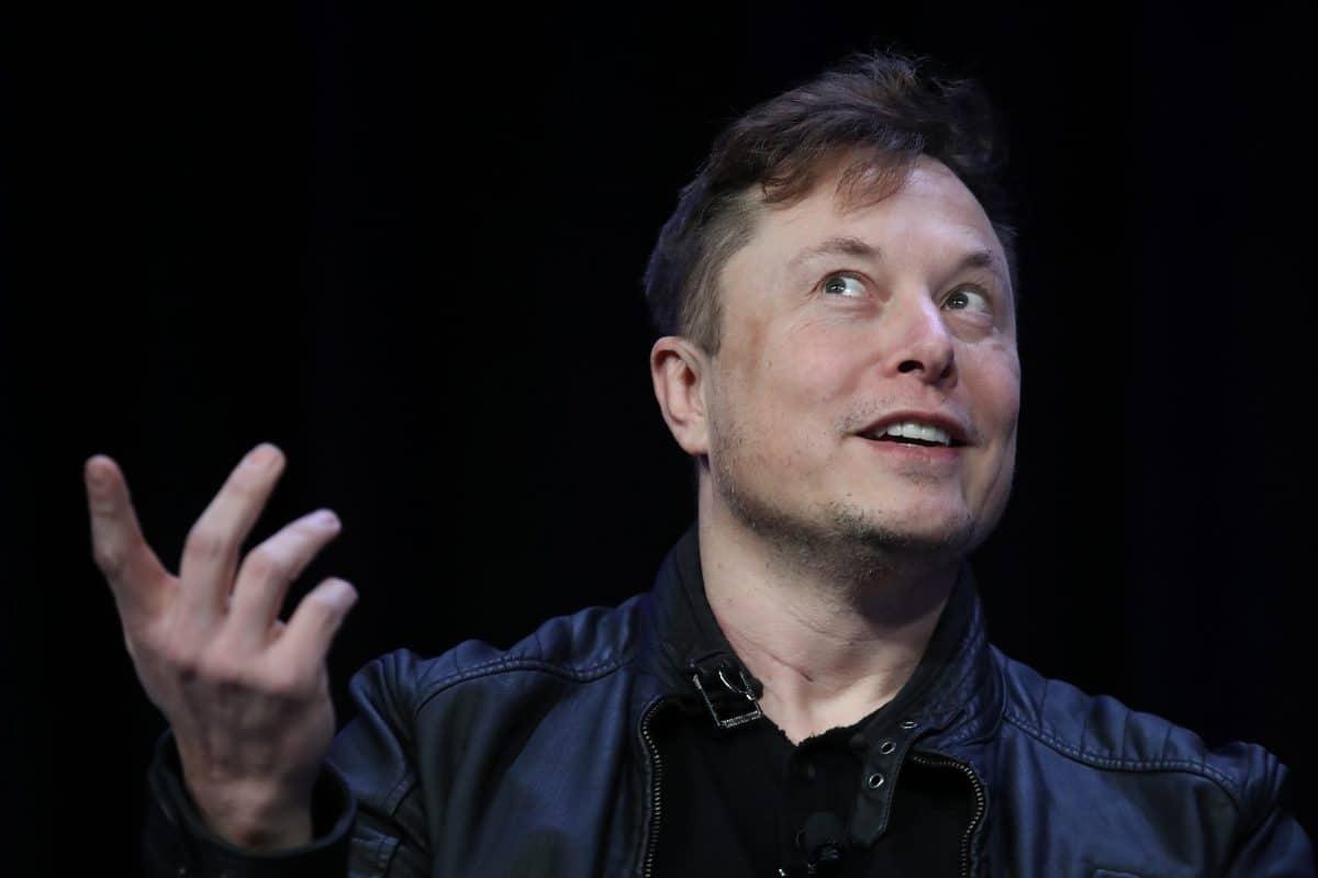 """Elon Musk und Grimes nennen Sohn """"X Æ A-12"""""""